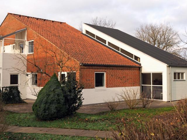 Stort hus i bofællesskab i Midtjylland - 01_Bygning_fra_SO_28nov_rz_ad190a1754e1f276b6f7d2f7660a7c3d