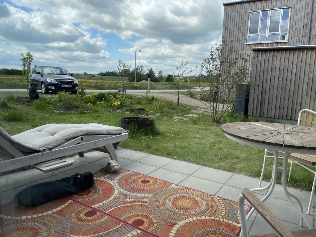 Skønt og veludnyttet enderækkehus i økofællesskab (under salg) - Bolig_Terrasse_6e14367509251bd743ca025abe577a2f