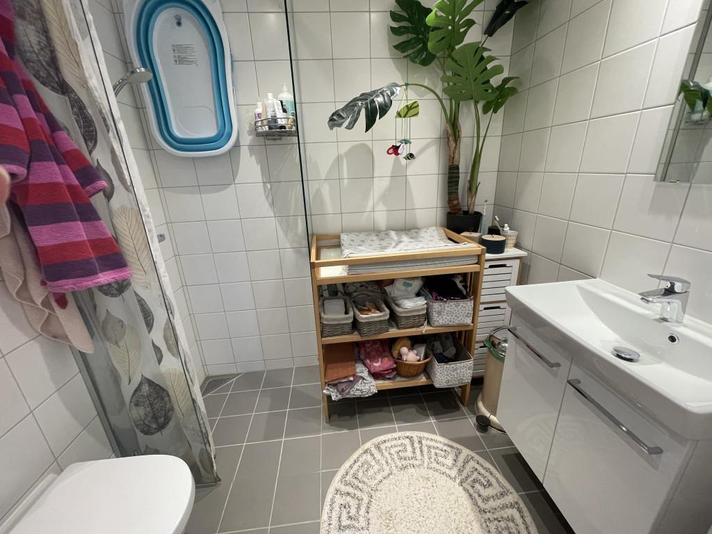 Skønt og veludnyttet enderækkehus i økofællesskab (under salg) - Bolig_Toilet_8599d9b8e40a53698eff218d9199c7e0