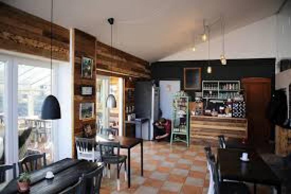 Stort familievenligt hus med rummelig udestue - Cafe_indefra_49ba13eb8269761398c771714fc6d72f