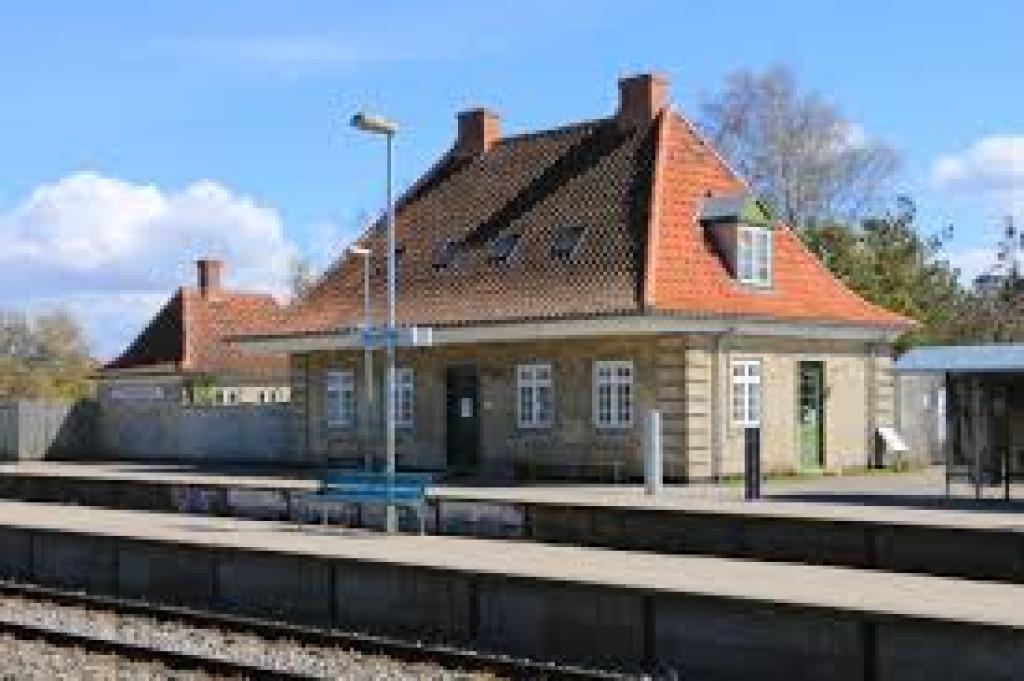Stort familievenligt hus med rummelig udestue - Dysseikilde_station_2b19f07ce8e68d3099162821699c1174
