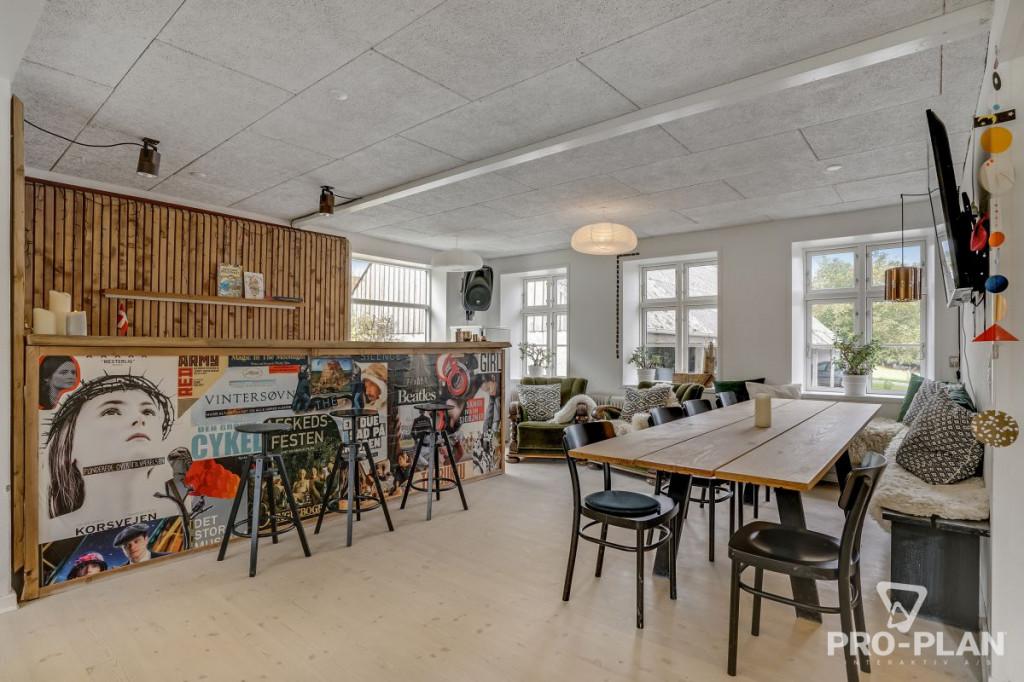 Lys og velindrettet villa i velfungerende bofællesskab - gåafstand til skole og indkøb   - Gyndbjerg_felles_7_554fc8dfe8806827d2a7582a7996e8bb