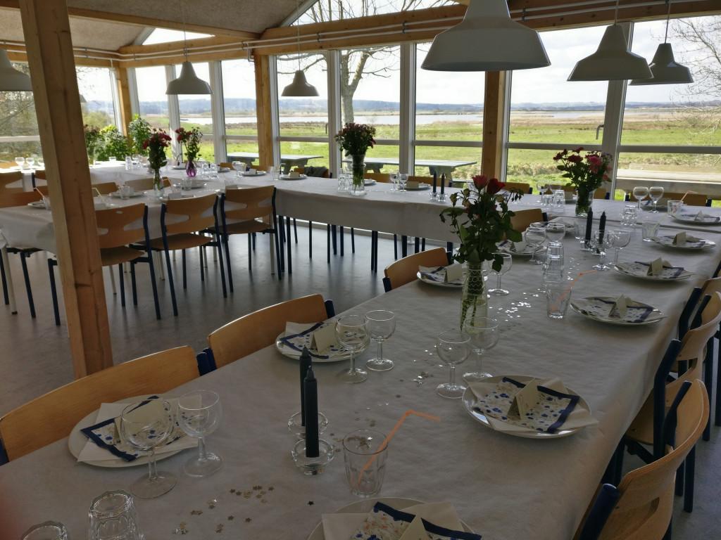 Unik, flot og utraditionel andelsbolig i velfungerende bofællesskab i Randers med udsigt ud over Hornbæk Enge - IMG_Fest_Faelleshuset_afb183f8cbdc2c6c8854713e2cb0ed38