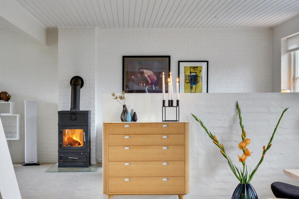 Stor  moderniseret villa i bofællesskab i  Bjert v.Kolding - braendeovn_31dc25d886b21e577bb5db37644ed6c4