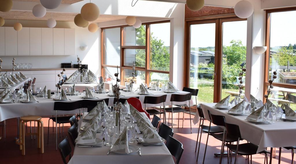Skønt enderækkehus i bofællesskabet Glashusene, Trekroner, Roskilde  - daekket_op_1f38d97bcd30d6ebf9a56abb7e6b12e0