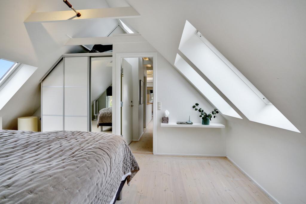 Stor  moderniseret villa i bofællesskab i  Bjert v.Kolding - sovevaerelse_1_efdaa28c9519de78349fc853ca5d2eac