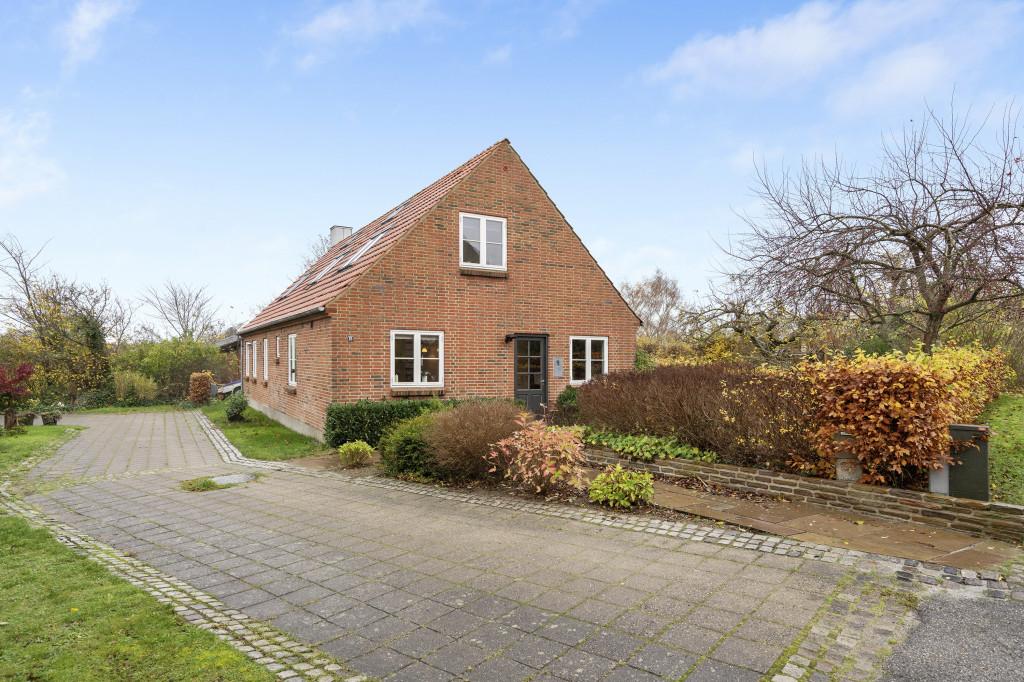 Stor  moderniseret villa i bofællesskab i  Bjert v.Kolding - vest_facade_abde42d1f82580ee54fea2661ff9b2a2