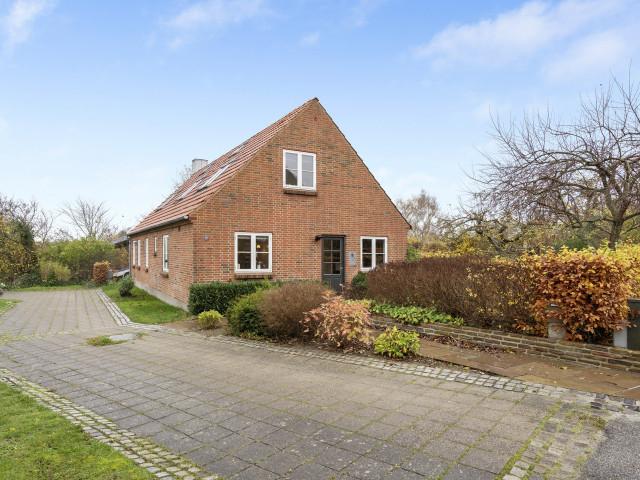 Stor og moderniseret villa i Bjert v.Kolding - vest_facade_e3b4bd78c2d5b11f88416d1a2320e0a5